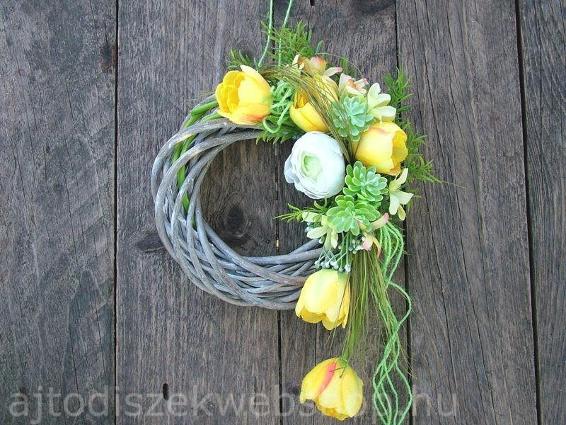 Sárga tulipános tavaszi kopogtató