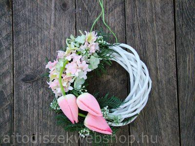 Tavaszi ajtódísz rózsaszín tulipánokkal