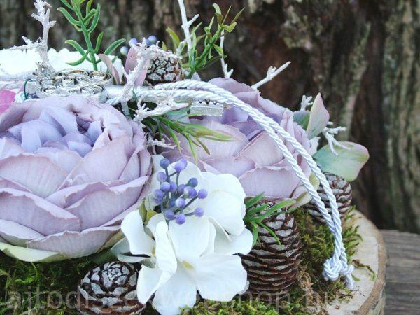 Tavaszi asztaldísz kulccsal selyemvirággal