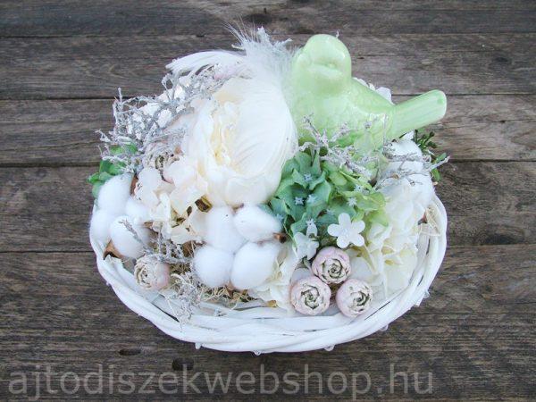 Asztaldísz tavaszra zöld madárkával