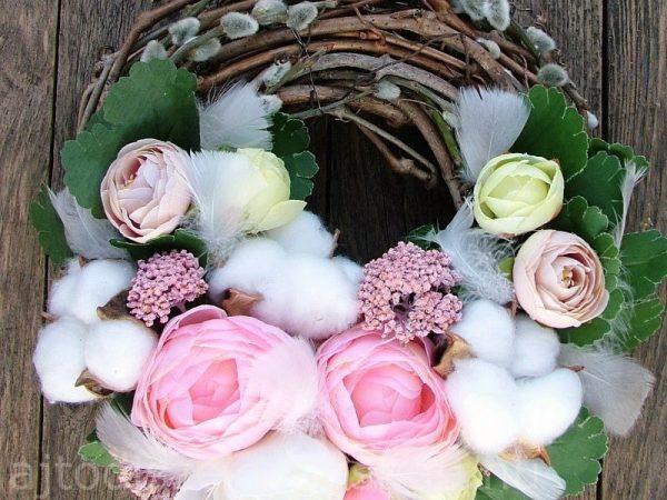 Rózsaszín és fehér tavaszi kopogtató
