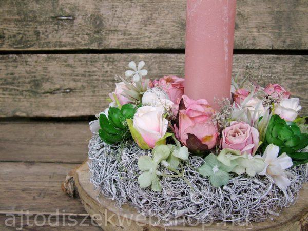 Asztaldísz rózsaszín gyertyával 3