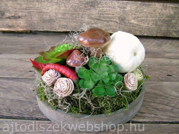 Őszi asztaldísz gombákkal